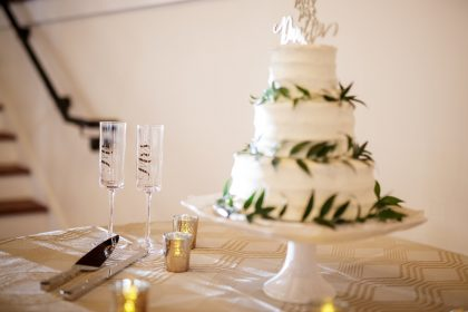 white Wedding cake w/ greenery