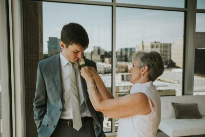 mother of the groom pinning boutonnière