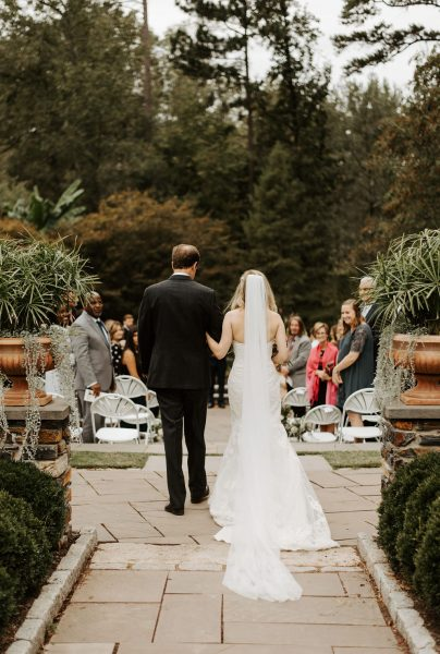 beautiful log wedding dress train and veil